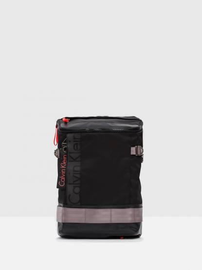 Calvin Klein 黑色尼龍造型後背包