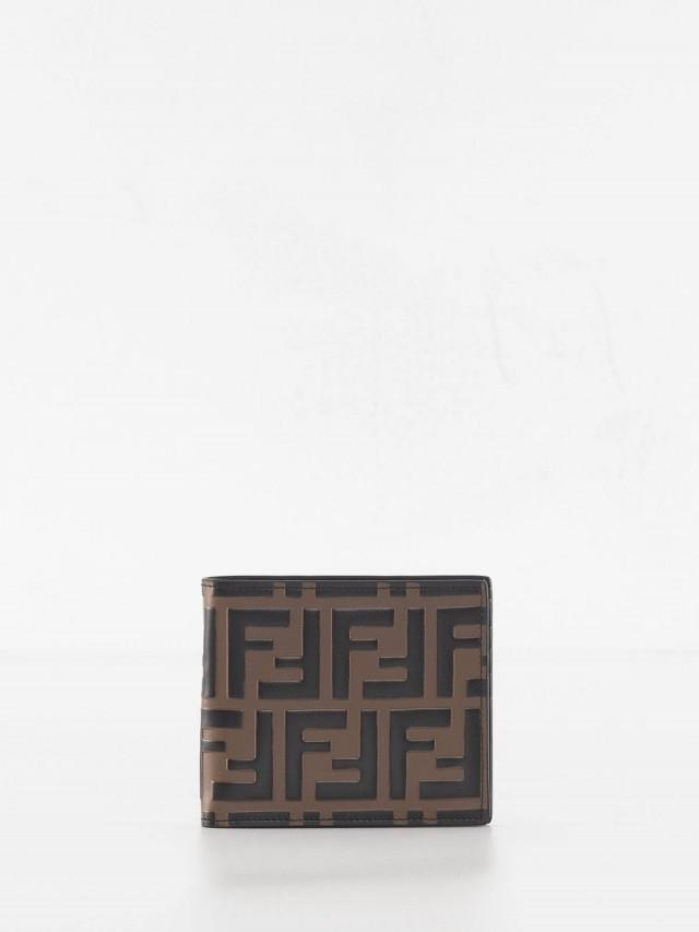 FENDI 品牌 LOGO 浮雕小牛皮摺疊短夾 - 黑
