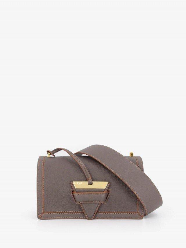 LOEWE Barcelona 金屬三角扣設計荔枝牛皮肩背包 - 中 x 灰褐色