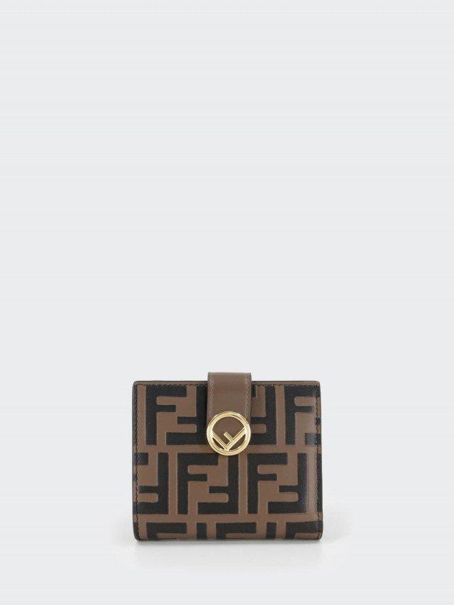 FENDI FF 壓紋 LOGO 牛皮 F is Fendi 金屬釦對折短夾 x 咖啡