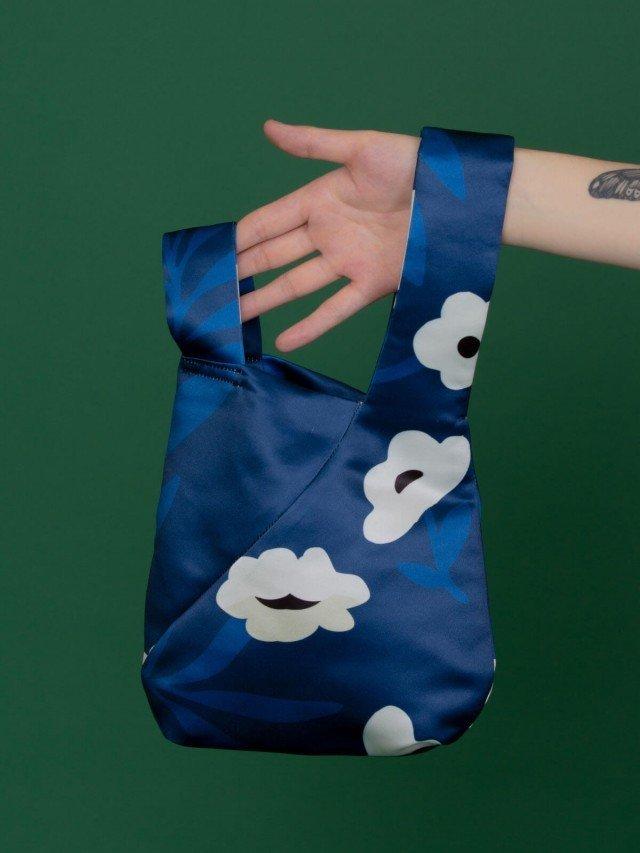 SEW INCORPORATION 限量聯名印花緞面小單把包 藍白繁花圖樣