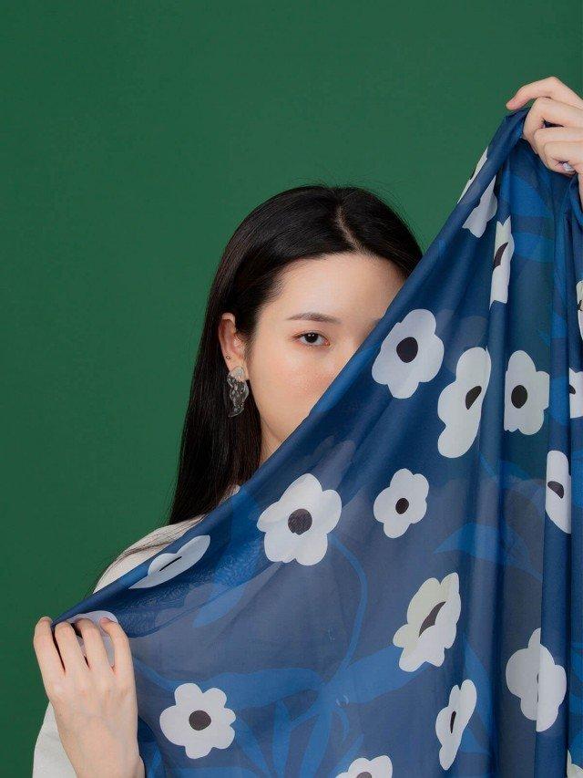 SEW INCORPORATION 限量繁花印花絲質方巾 - 藍色