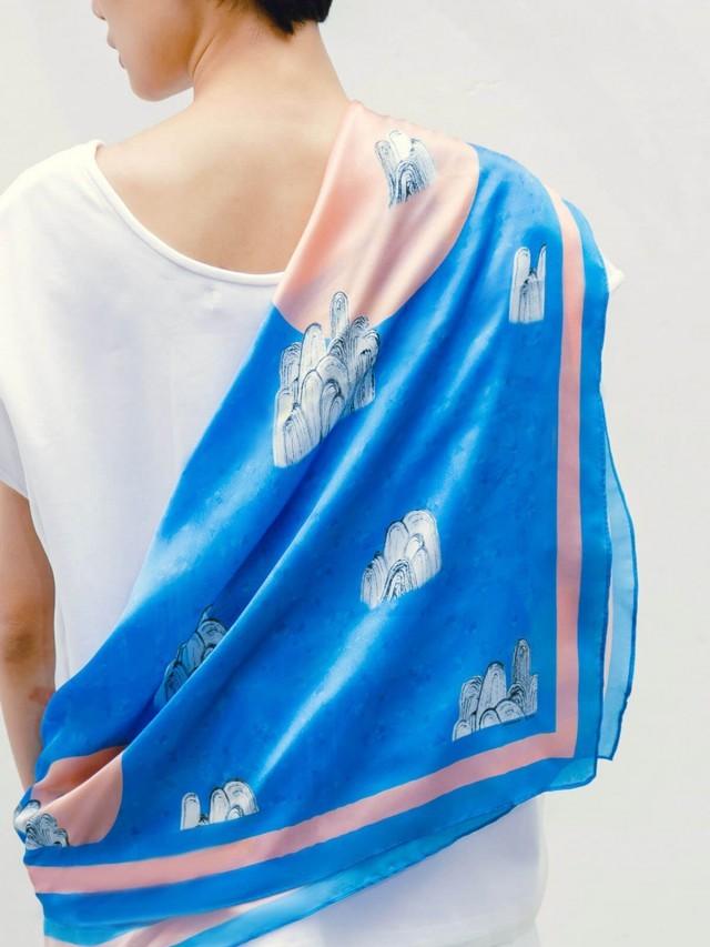 SEW INCORPORATION 湛藍山水絲巾