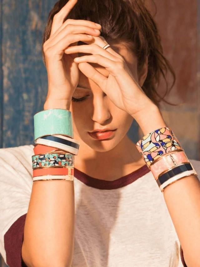 bangle.up 風格條紋印花琺瑯開口鍍金手環 - 藍白