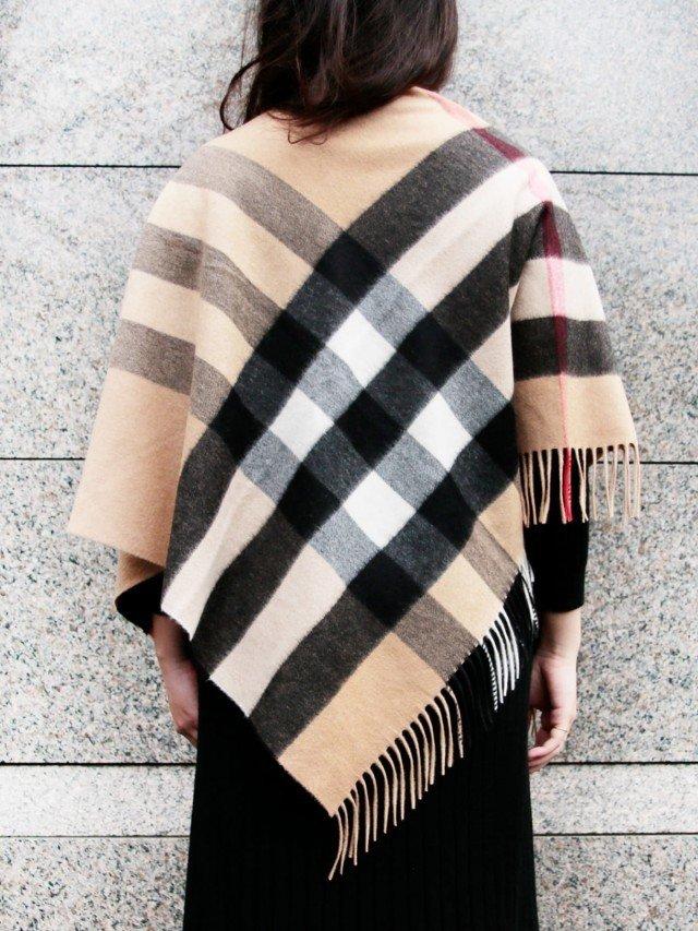 BURBERRY 經典格紋羊絨三角圍巾