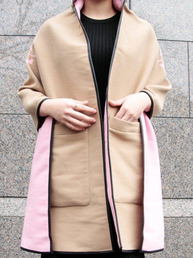 BURBERRY 標誌圖案羊毛混紡緹花連帽披肩 - 粉紅 x 駝色