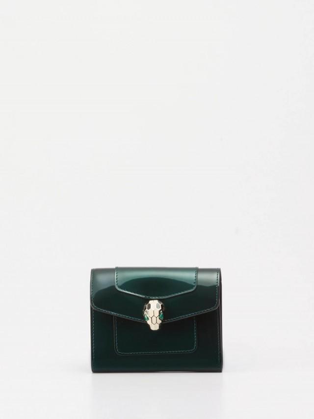 BVLGARI Serpenti 系列小牛皮琺瑯蛇頭釦環短夾 x 祖母綠