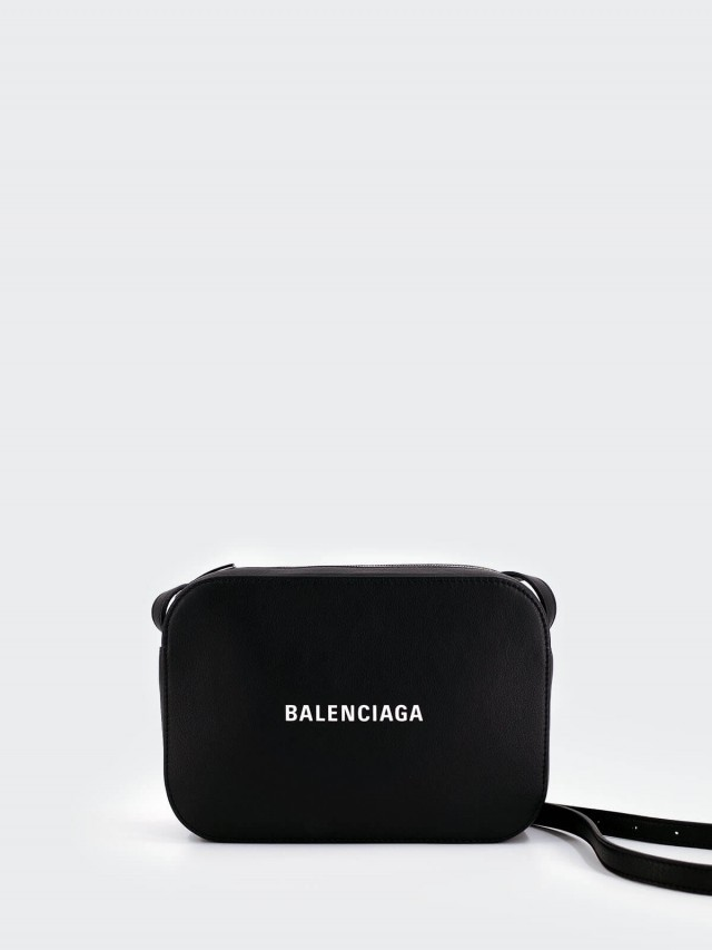 BALENCIAGA EVERYDAY 系列牛皮 LOGO 腰包 / 斜背包 x 黑色( 23 cm )