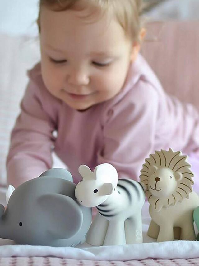 Meiya & Alvin 捏捏搖鈴 - 獅子把鼻