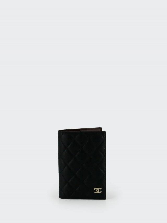 CHANEL AP0128 荔枝皮牛皮金色 LOGO 護照夾 x 黑