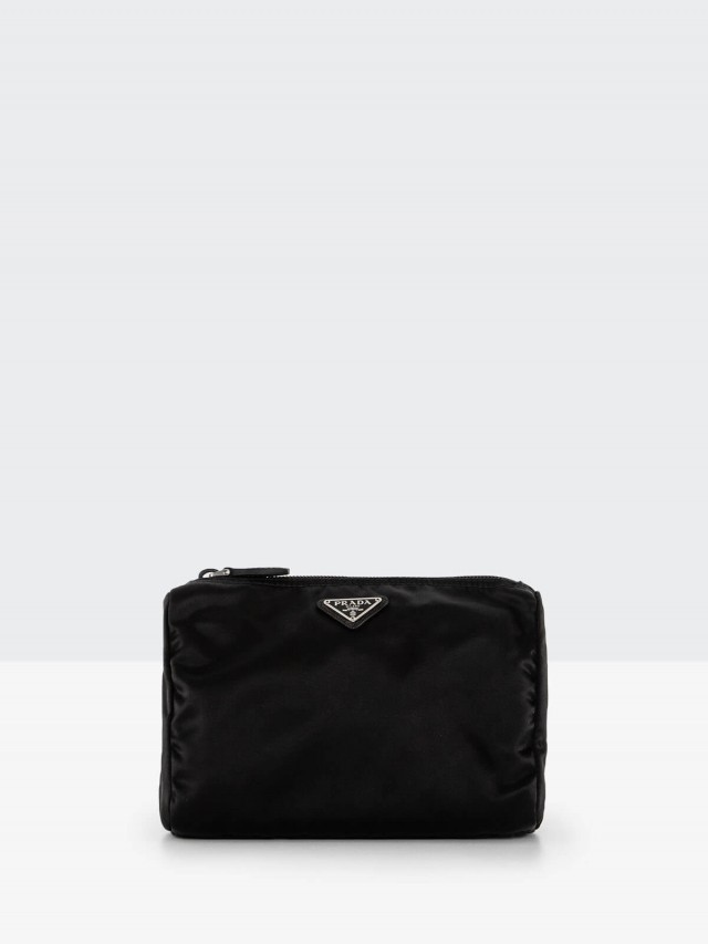 PRADA 經典三角牌尼龍中型化妝包 x 黑色