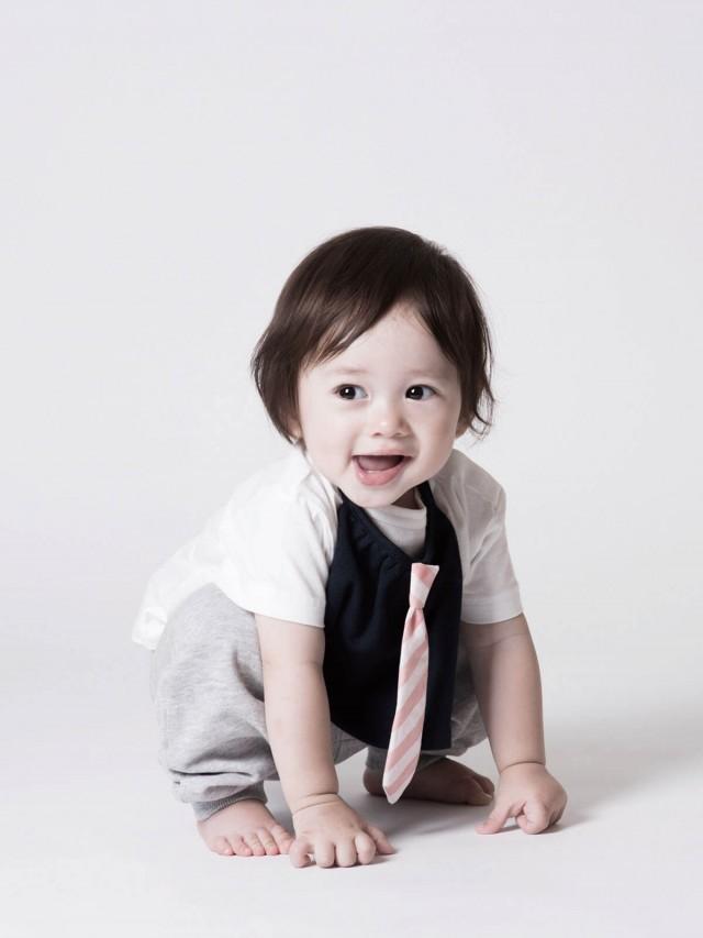 Niva 可愛造型圍兜 - 口水巾 ( 條紋領帶小紳士 )