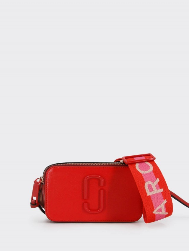 MARC JACOBS 四方圓弧形雙 J 金屬扣環英文字母揹帶相機包 x 紅色